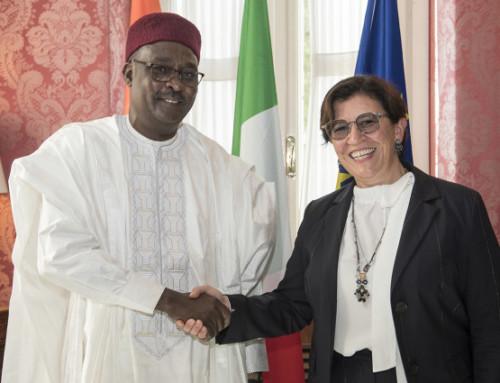 La foto di famiglia della ministra Trenta in Niger