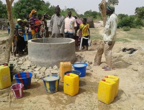 L'acqua potabile sgorga a Tibuandi, Niger