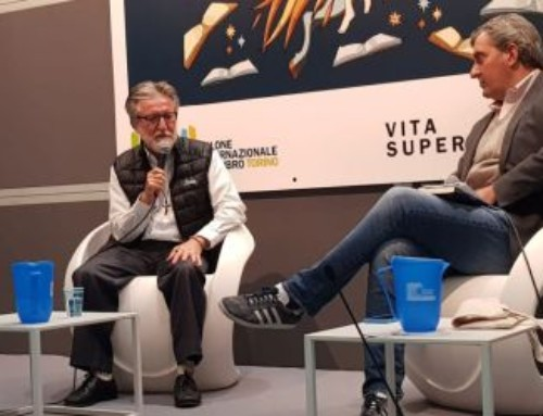 """P. Gigi Maccalli ha presentato il suo libro """"Catene di libertà"""" al Salone del Libro di Torino"""